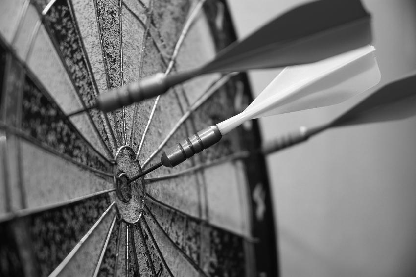 dartboard_three_darts_bw