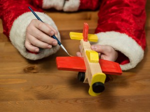 santa-painting-toy-plane